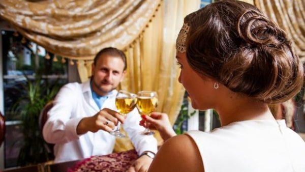Body language dating tips
